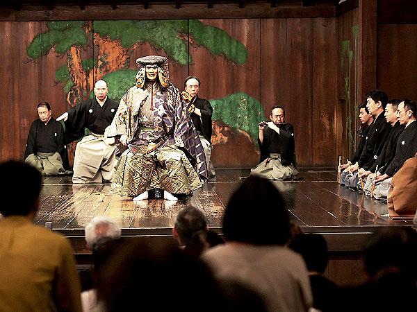大江能楽堂】8代目当主がオモテもウラもご案内、京都最古の能舞台へ ...