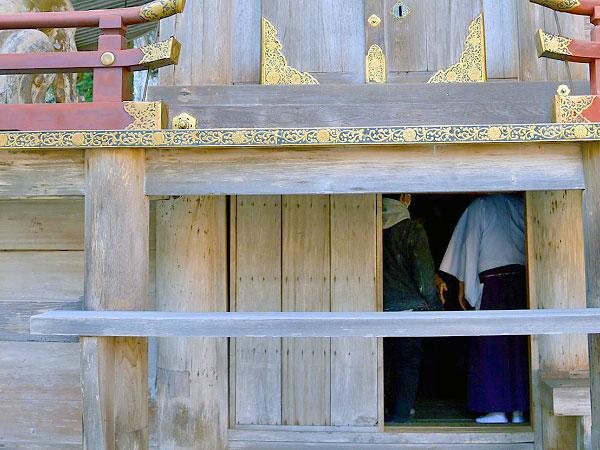 【坂本】考古学者といく石積の宗教都市、日吉大社・本殿床下の隠れ部屋を特別参拝~神と仏の習合の地、滋賀院門跡を拝見、50の里坊が連なるもう一つの延暦寺へ~